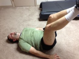 A good way to do stomach crunches without injuring your neck